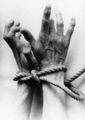 tie-gawds-hands
